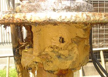 揚水管に穴があいた例